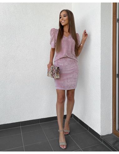 Różowa welurowa spódnica